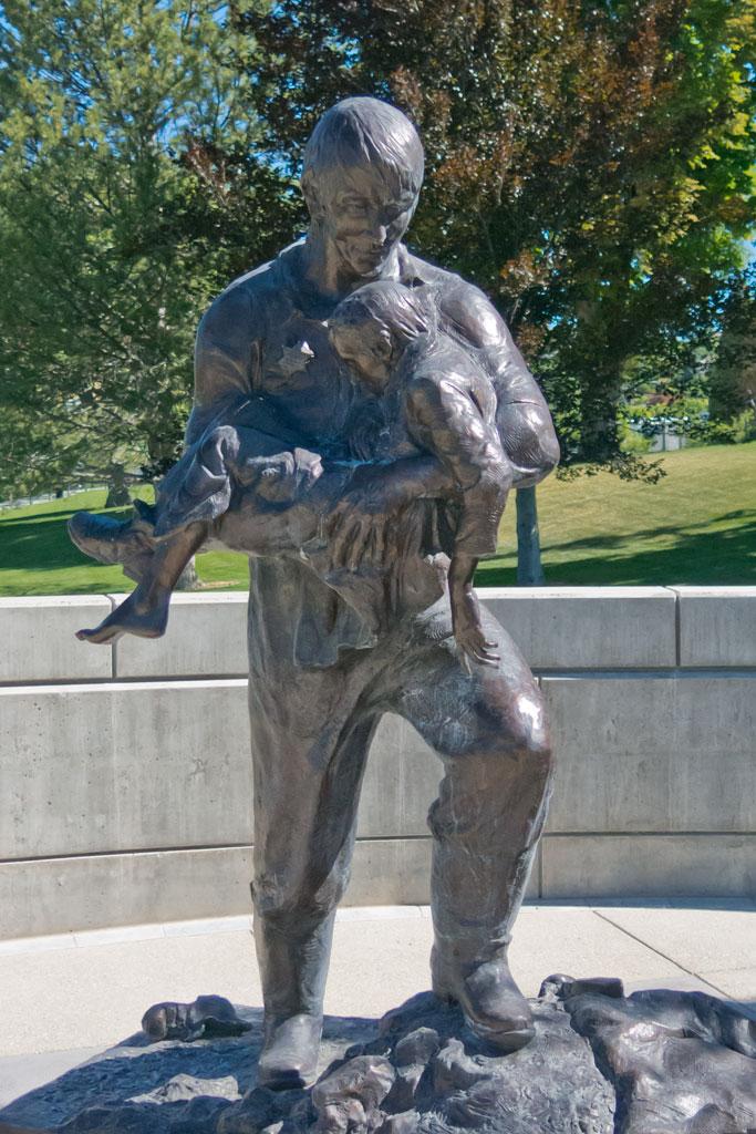 "Heroic size bronze monument ""Rodney Badger"" Police Memorial Statue"