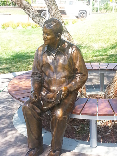 Carl Rehnborg custom bronze portrait statue by Lena Toritch