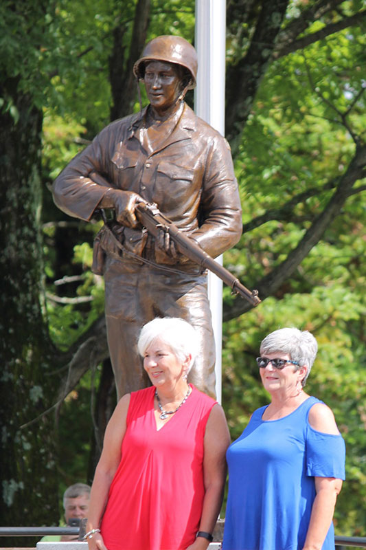 The Crump Family with Bronze Statue of Cpl. Jerry K. Crump